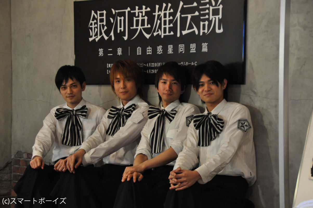 左からダスティ・アッテンボロー役の荒木健太郎、サ... 6人のイケメン天使たちがくり広げる、歌と