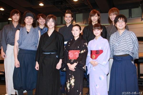 (左前列より)細貝圭さん、鈴木拡樹さん、星野真里... 鈴木拡樹、『幻の城』共演者から栄養不足を