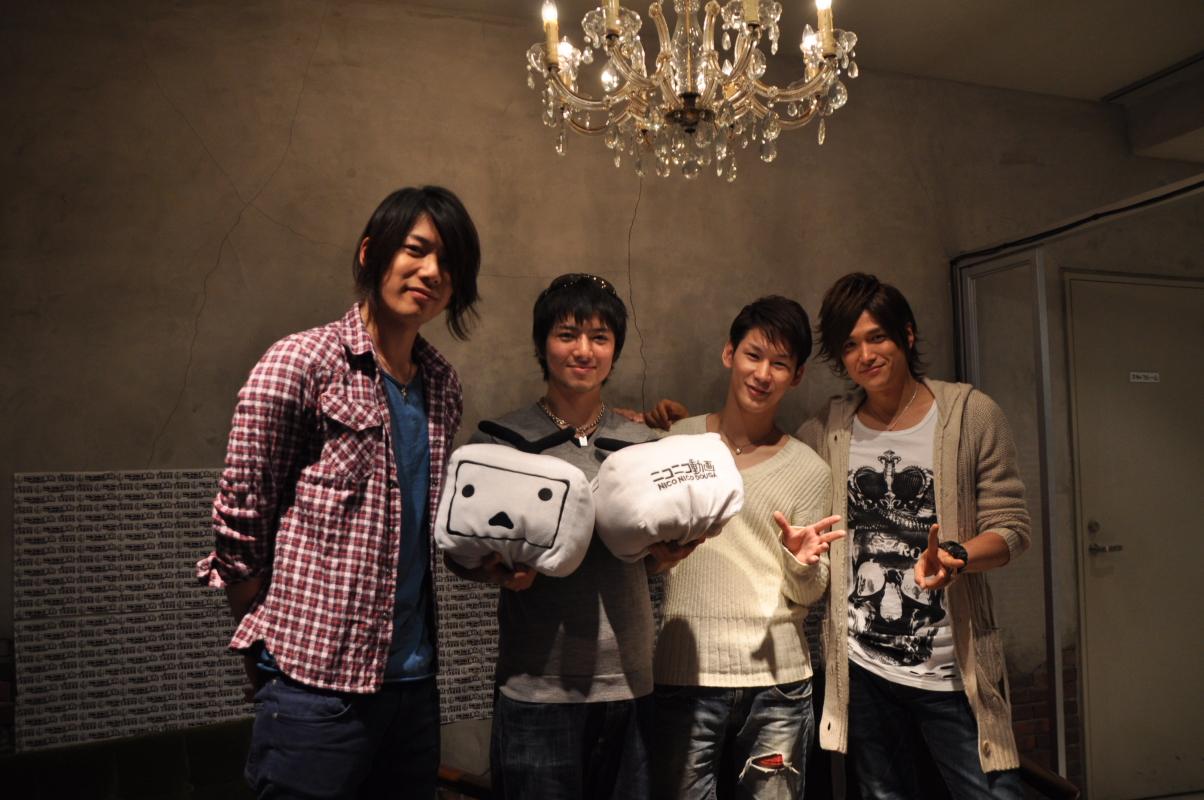 左から兼崎健太郎、齋藤ヤスカ、小野田龍之介、渡辺大輔