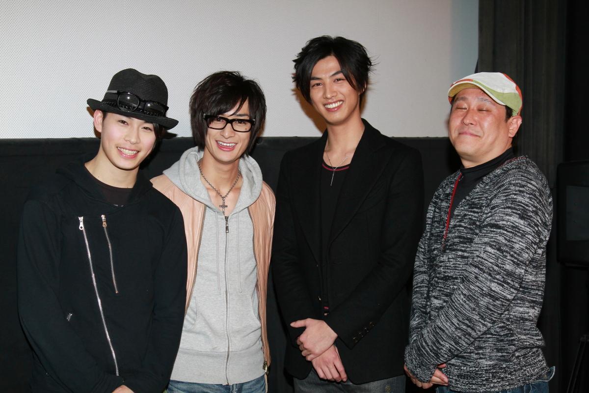 左から林明寛、高崎翔太、新井裕介、金田敬監督