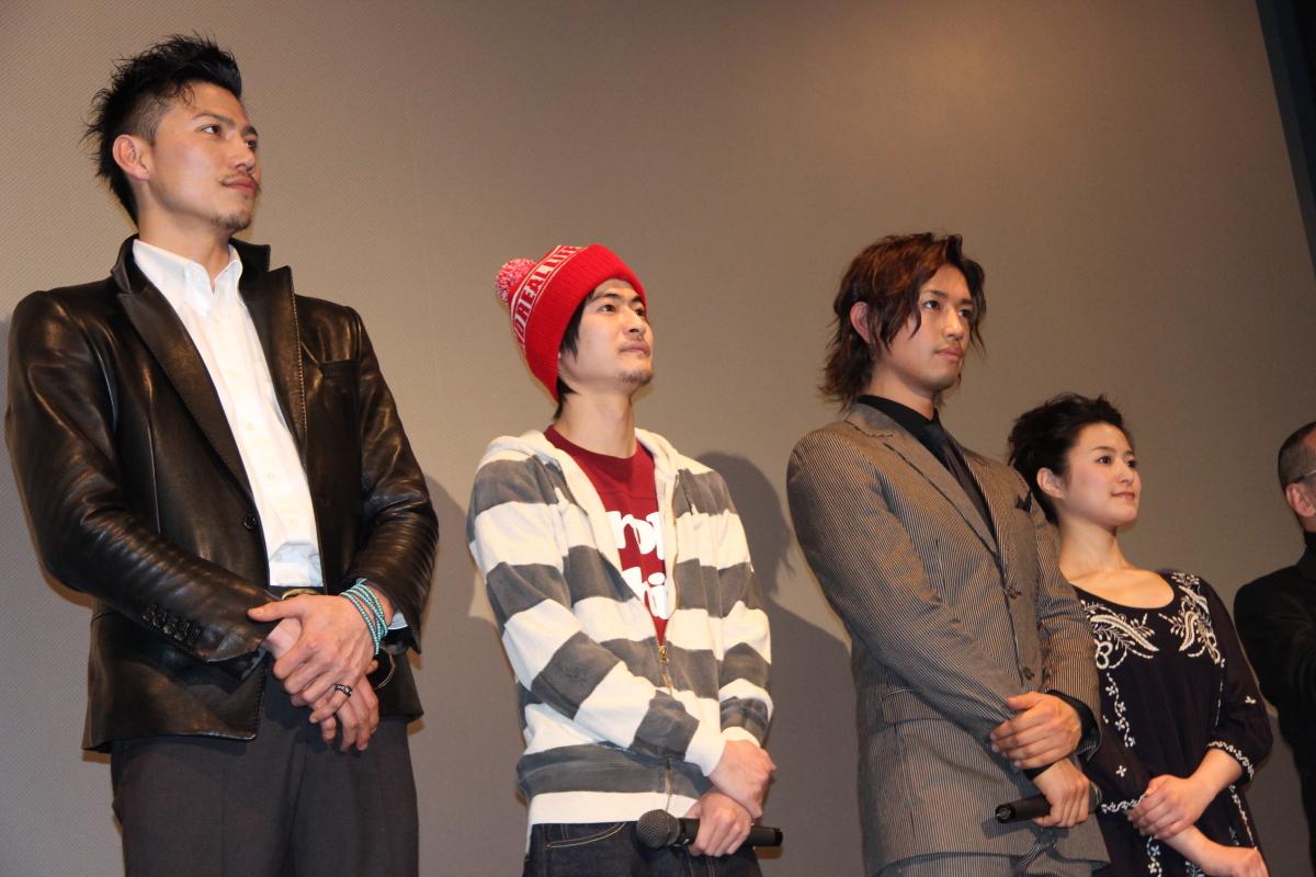 左から岩永洋昭、窪塚俊介、斎藤工、須藤温子