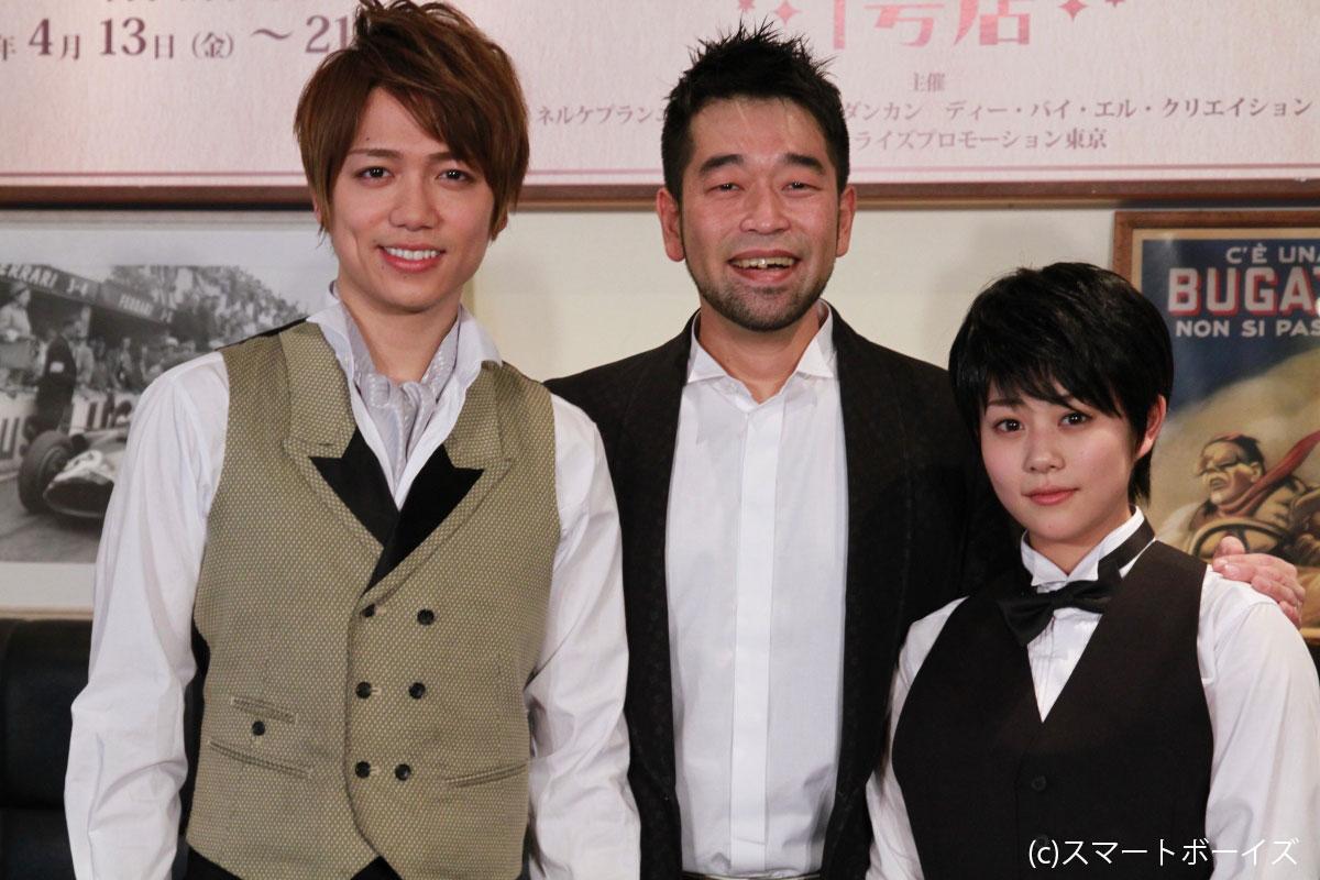 カフェのオーナーを演じる山崎育三郎(左)、テーマソングを手がけた槇原敬之(中央)、男装した店員役を演じる高畑充希(右)