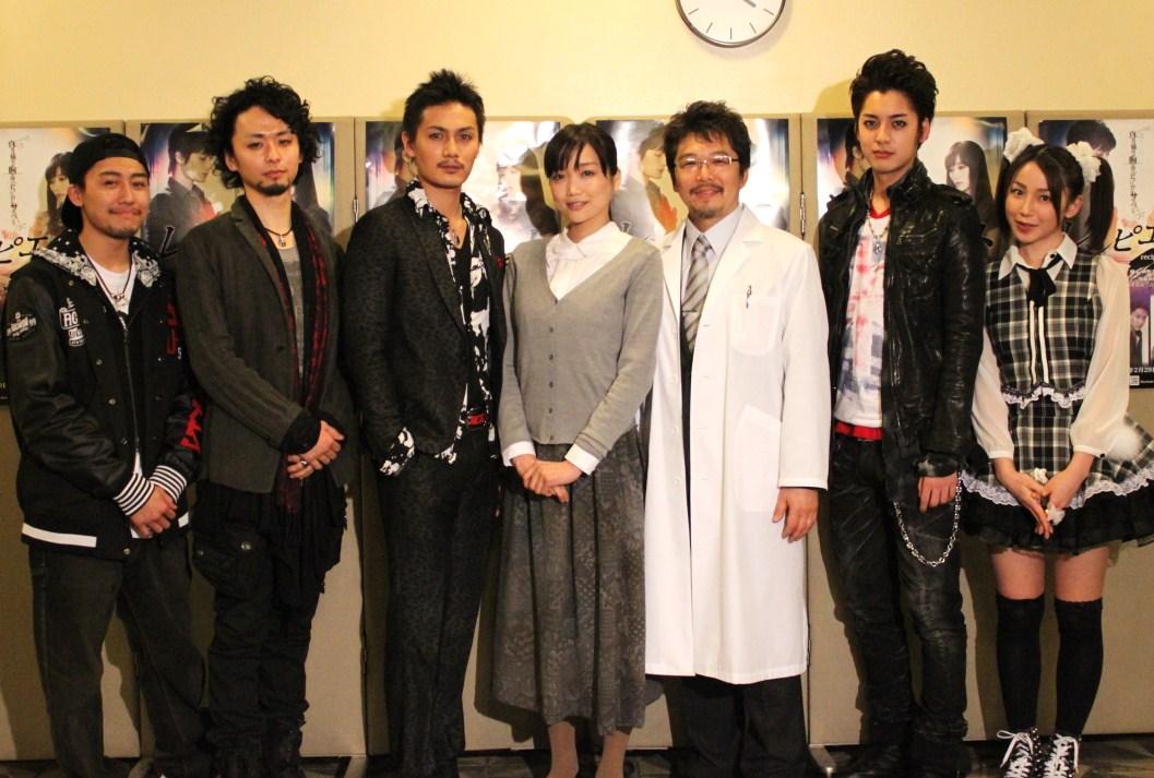 左から柳澤貴彦、橋本淳、加藤和樹、佐藤江梨子、三上市朗、大野拓朗、吉川友