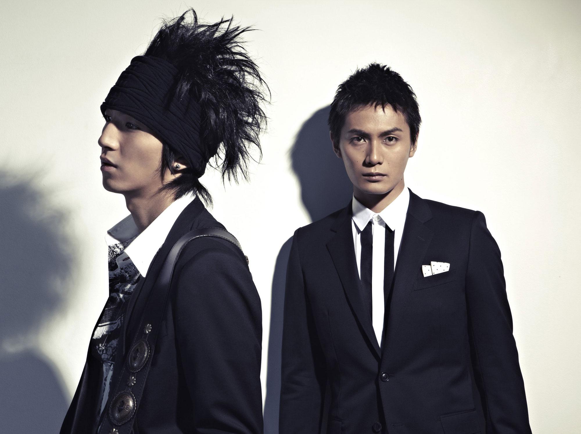 左:ギター・伊達幸志 右:ボーカル・加藤和樹