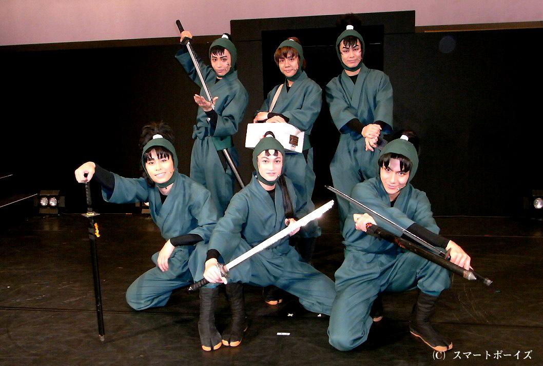 六年生キャスト(前列左より)林明寛、南羽翔平、松田岳、(後列左より)前山剛久、椎名鯛造、前内孝文