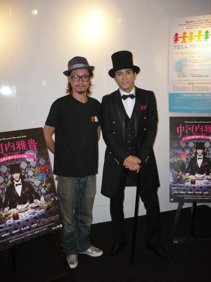 中河内雅貴(右)と総合演出のTETSU