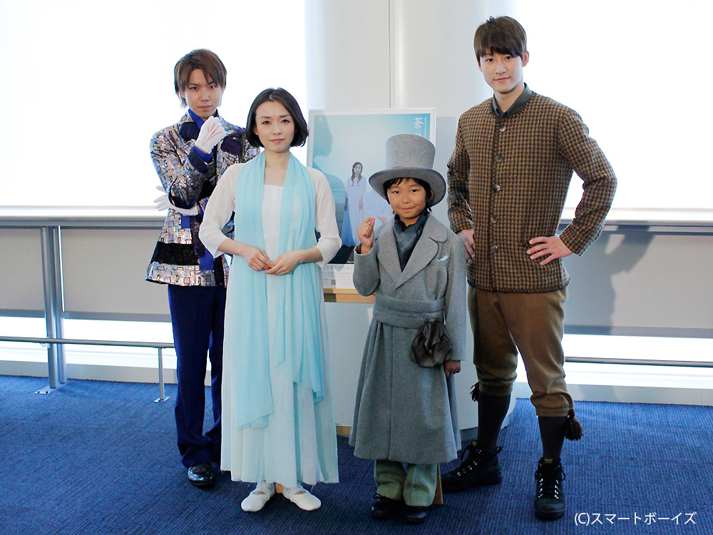 左から馬場徹、加藤清史郎、中島朋子、桑野晃輔