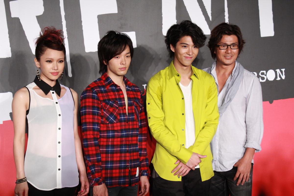 左よりソニン、中村倫也、賀来賢人、TAKE