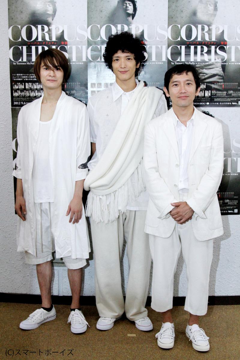 左からジュダス(ユダ)役の窪塚俊介、ジョシュア(イエス)役の渡部豪太、小ジェイムズ役の松田洋治