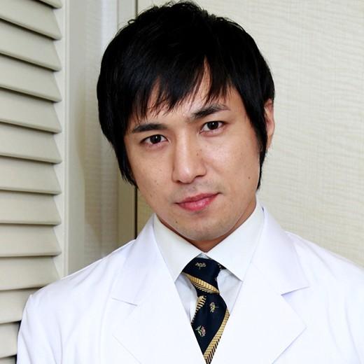 白衣姿でファンイベントに参加した高橋光臣