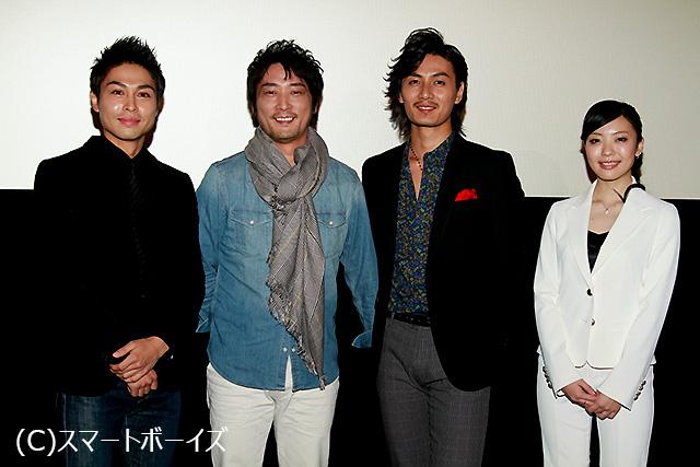 フォトセッションでは、松田賢二が加藤和樹と寿大聡のお尻にタッチする一幕も