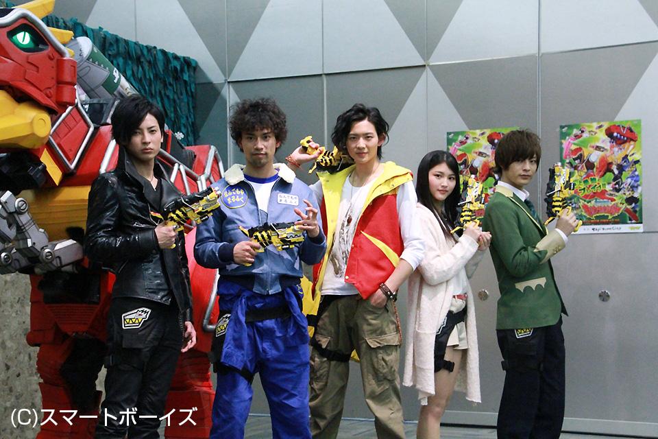 (左から)斉藤秀翼、金城大和、竜星涼、今野鮎莉、塩野瑛久
