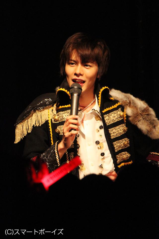 王子様(!?)系コスでライブスタート