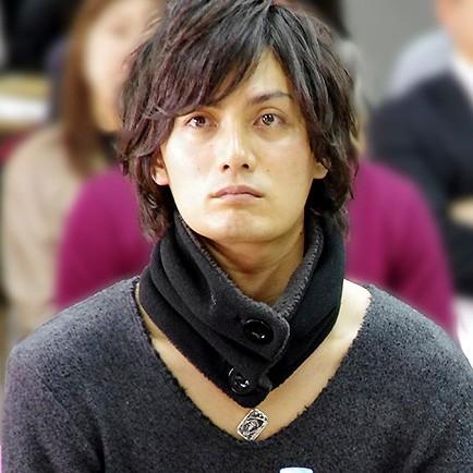 靑音海斗役の加藤和樹さん(左)と初音未来役の石田晴香(AKB48)さん