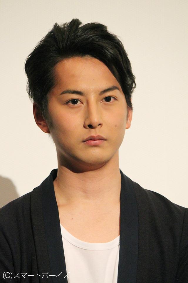 団体心理に交わらない強い意志と信念を持った男、山本龍之介役を演じた石黒英雄さん。