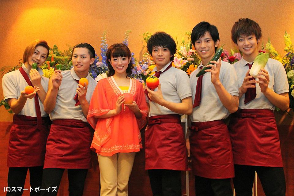 (写真左より)三津谷亮さん、橋本汰斗さん、舞羽美海さん、和田正人さん、牧田哲也さん、近江陽一郎さん。