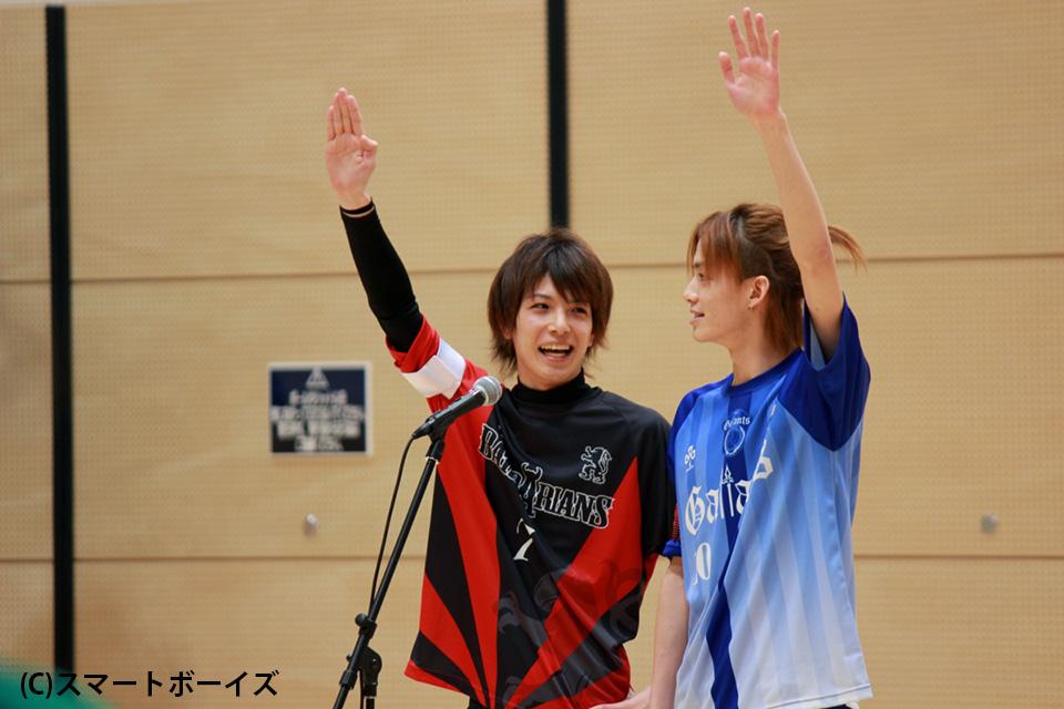 選手宣誓する瀬戸祐介、小野健斗(右)両キャプテン