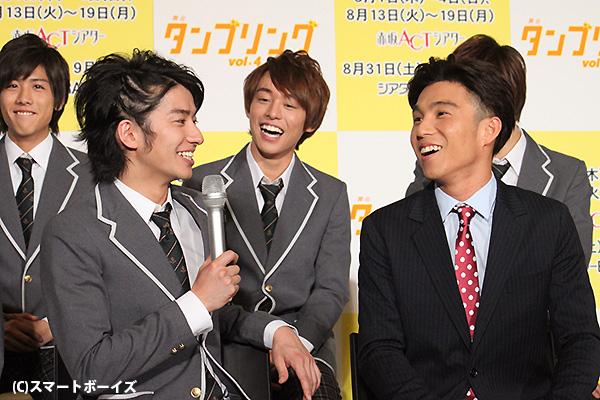 生徒役ながら年上の武田さんが、先生役の中尾さんにツッコむシーンも
