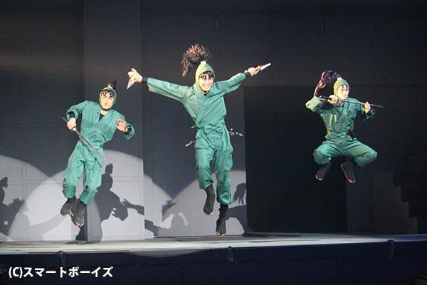 ヒーローショー用の舞台・Gロッソだけに、アクションシーンがすごい!