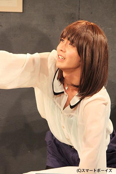 ケーニャ役の猪塚健太さん。