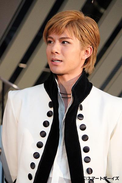 「ロミオは王子様ではなく、普通の恋する男の子。なので背伸びすることなく、自分らしく演じたいと思っています」と柿澤勇人さん。