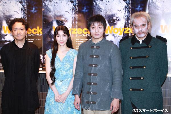 (左より)演出の白井晃さん、マイコさん、山本耕史さん、団時朗さん