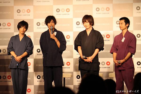 (写真左より)土屋シオンさん、桐山漣さん、佐々木喜英さん、森廉さん