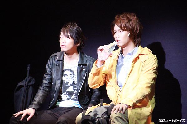 爆破犯という難しい役を熱演する辻本さんと松尾さん(右)