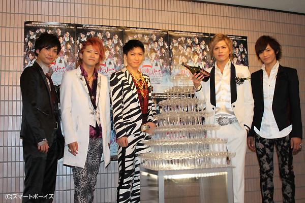 (写真左より)平田裕一郎さん、上鶴徹さん、松下優也さん、山本裕典さん、久保田秀敏さん