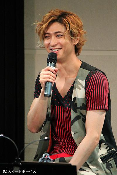 ステージに登場早々「モンタギュー家の古川雄大でございます(笑)。最後まで楽しんでいってください♪」と、おちゃめに挨拶。