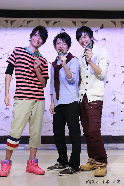 合格した秋チームの3人、左から阿部悠真さん、井上雄貴さん、三浦海里さん