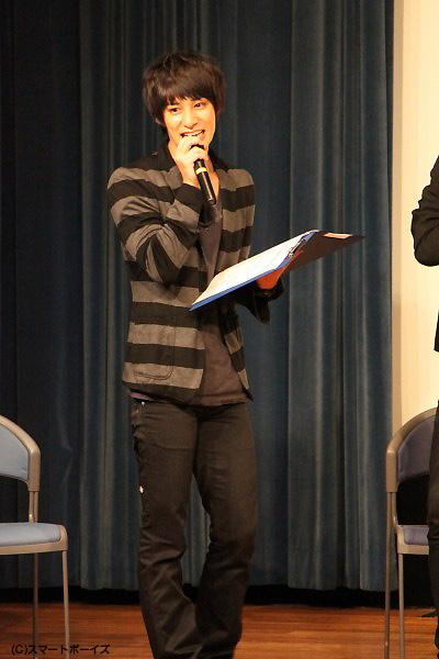 この日のイベントではMCとして大活躍! 敬一郎の同僚役、高崎翔太さん