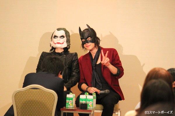 突然現れたバットマン(=細貝)とジョーカー(=植野掘)のチェキ撮影に、場内は大爆笑!