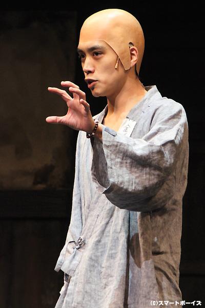 沖縄出身のプレイボーイ、金城博(きんじょう・ひろし)役の平間壮一さん