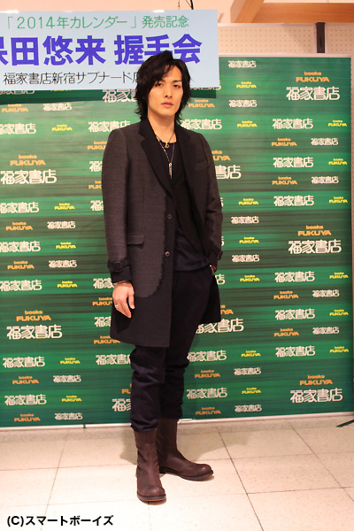 全身黒の衣装で颯爽と会場に登場した久保田悠来さん。