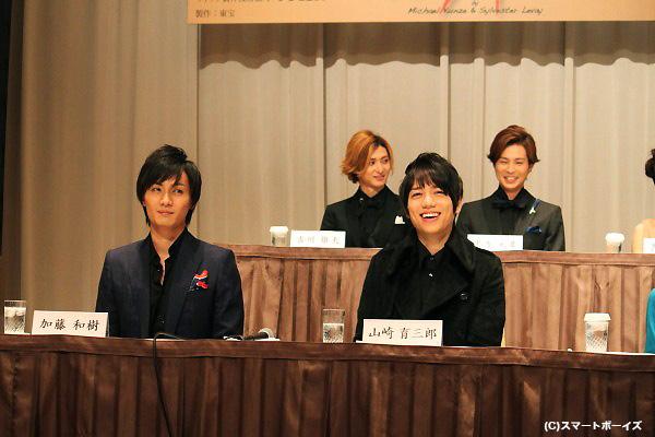 山口祐一郎さんのジョークに、緊張の若手キャストも思わず笑顔に