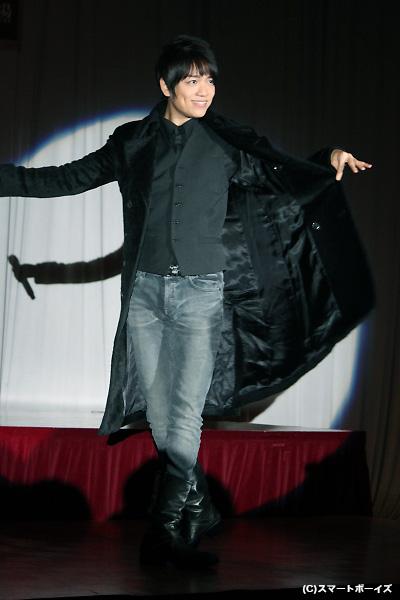 歌唱披露では、山崎育三郎さんが軽やかなステップでロビン・ブレイクの『俺は流れ者(I'm a Rover)』を歌いあげました