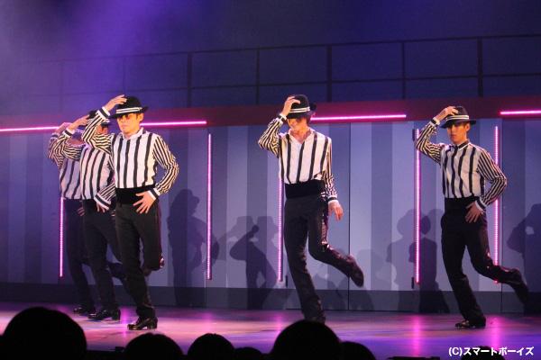 ソング&ダンス・芝居・タップ・ミュージカル・スケッチ…あらゆる要素を取り入れたニューエンタテイメントショー!