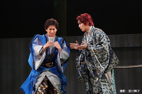 梶原景時(かじわらかげとき)役の大山真志さん(写真向かって右)は、歌に芝居に大活躍!