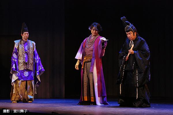 朝廷のスパイとして送り込まれた大江広元(おおえひろもと)役の兼崎健太郎さん(写真向かって左)