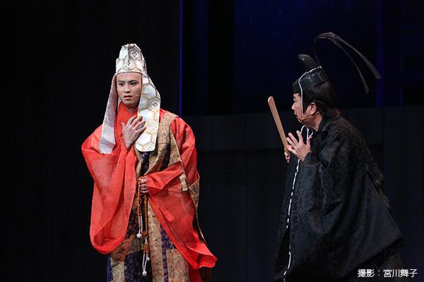 後白河法皇(ごしらかわほうおう)役の滝口幸広さん(写真向かって左)