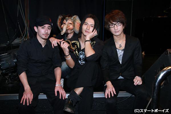 新生DUSTZの4人 ※左よりGUS、hello、Ray(藤田玲)、Kohei