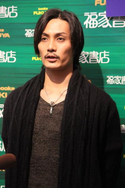「お正月は長野県の真田神社を訪れて、出演する舞台『真田十勇士』の成功祈願をしました」という、真面目な加藤和樹さん