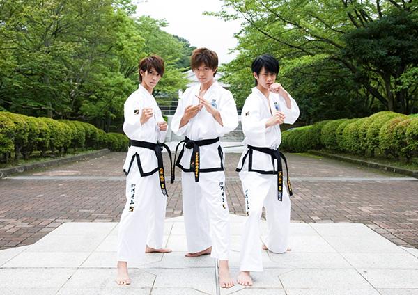 左から浜尾京介さん、井上正大さん、馬場良馬さん