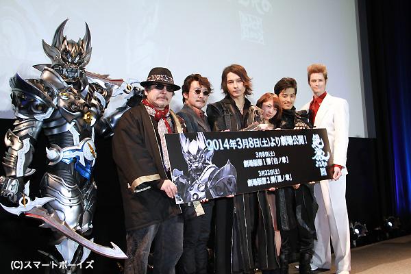 (左より)銀牙騎士ゼロ、雨宮慶太総監督、金田龍監督、藤田玲さん、梨里杏さん、武子直輝さん、セイン・カミュさん