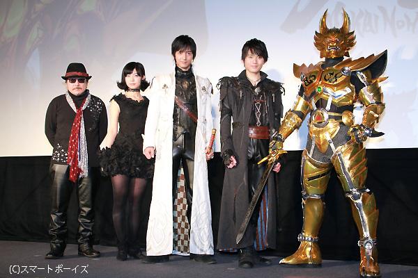 (左より)雨宮慶太総監督、石橋菜津美さん、中山麻聖さん、石橋菜津美さん、黄金騎士ガロ
