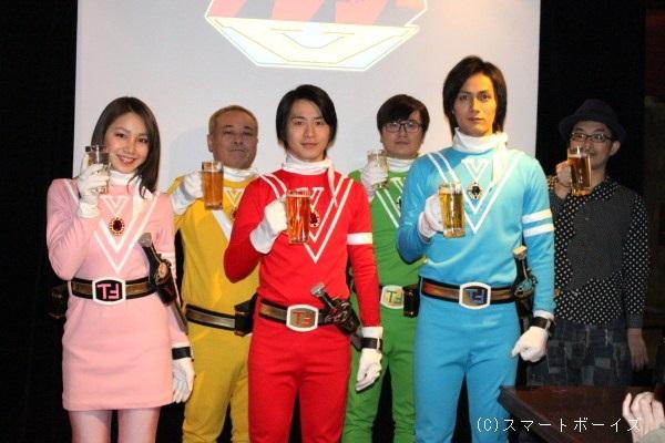 (写真左より)吉川友さん、バッファロー吾郎Aさん、村井良大さん、飛永翼さん(ラバーガール)、加藤和樹さん、細川徹監督