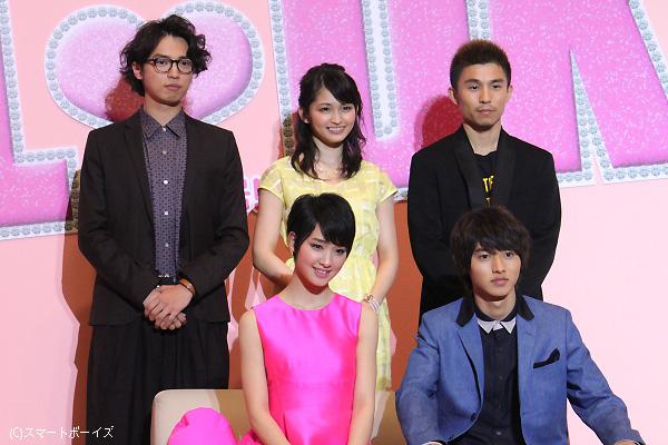 (前列左より)剛力彩芽さん、山﨑賢人さん。(後列左より)桐山漣さん、岡本玲さん、中尾明慶さん