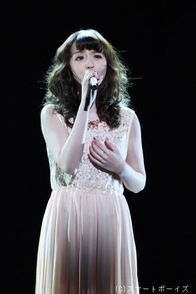 レディ・ベス役(Wキャスト)の平野綾さんは『神に見放されて』をしっとりと歌い上げました