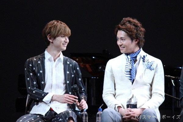 『エリザベート』『ロミオ&ジュリエット』に続き、3度目の共演となる古川雄大さん(左)と平方元基さん